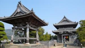 国分寺の境内